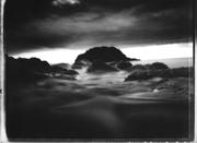 """""""Limbo, viaggio in bilico tra terra e mare"""" - fotografie stenopeiche e polaroid di Matteo Varsi."""