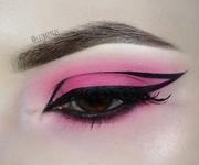 Pink Eyeshadow & Graphic Eyeliner