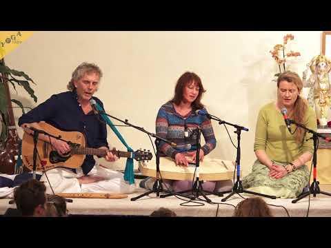 Om Tryambakam by Birgit, Harry und Heike