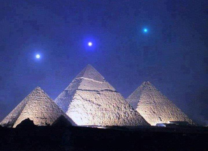 Pyramids & stars - Mercury, Venus, and Saturn align with the Pyramids of Giza for the first time in 2,737 years on December 3, 2012