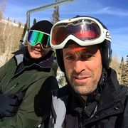Josh Hartnett and director Scott Waugh on set 6 below movie in Utah - pic.twitter.comWGKRUvTgPJ