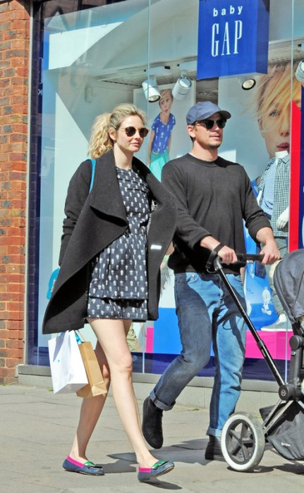 Daddy Duty! Josh Hartnett And His Girlfriend Stroll Around London