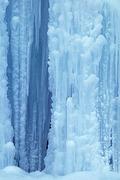 Frozen_waterfall,_Slovenia_fs +