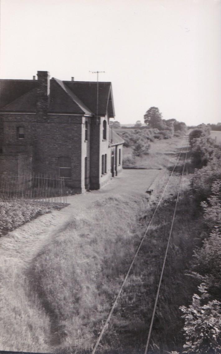 Stoke Bruerne station looking west towards Towcester