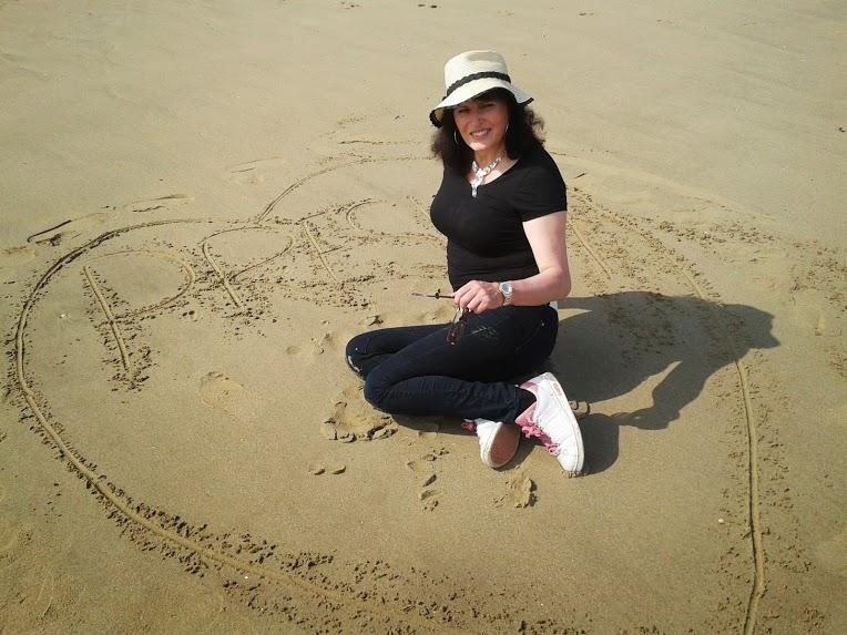 Elainee Presley at the beach