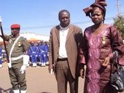 Boubacar Napon de la RTB Ouest, posant avec son épouse ayant été décorée ce 11décembre 2012