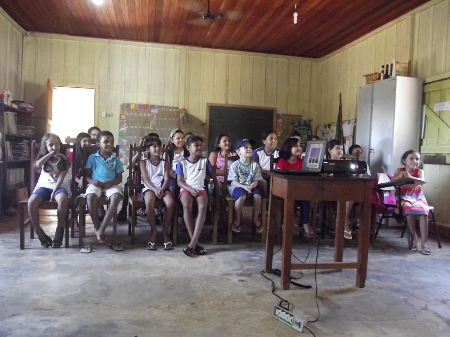 Exposição Oficina UHE Teles na Escola Municipal Getúlio Vargas I em Paranaíta/MT.