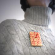 trader brooch