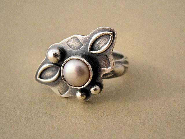 Cultured pearl and silver Ring