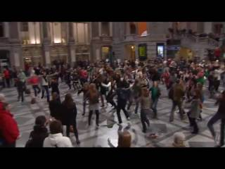 ONE uniting & dancing at Centraal Station Antwerpen