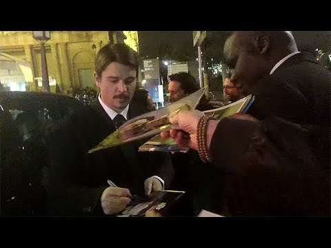 Josh Hartnett signing autographs in Paris