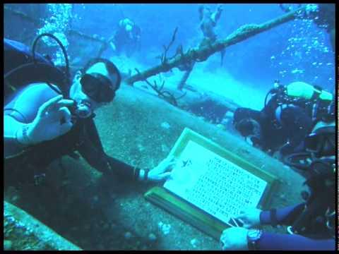Buceadores cubanos colocaron placa en aguas de Playa Girón