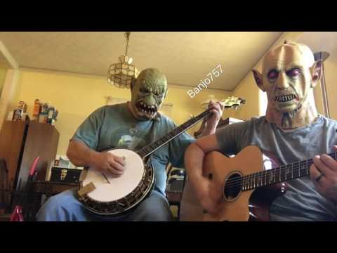 Creepy Handsome & Ransom play a little dueling banjos!