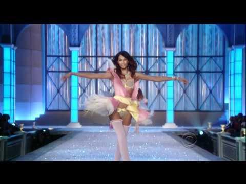 2011 Victoria's Secret Fashion Show