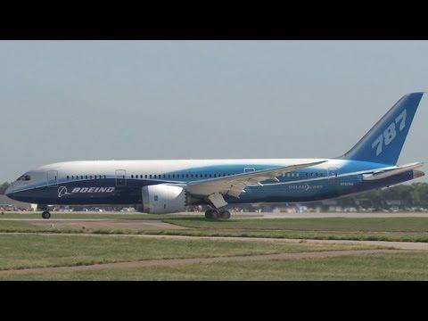Boeing 787 Dreamliner Landing at AirVenture Oshkosh