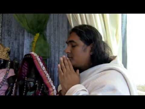 Sri Swami Vishwananda explique l'apparition de 2 Hiranyagarbha Lingam