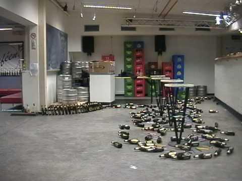 Video: Efeito dominó com muitas garrafas de cerveja!