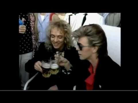 David Bowie e Peter Frampton tomando uma cerveja em Madrid