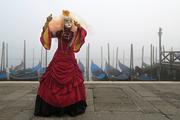 Maschera e nebbia a Venezia