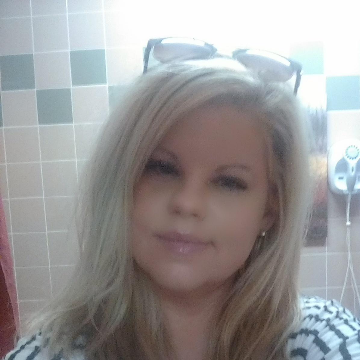 Tonya R Moore
