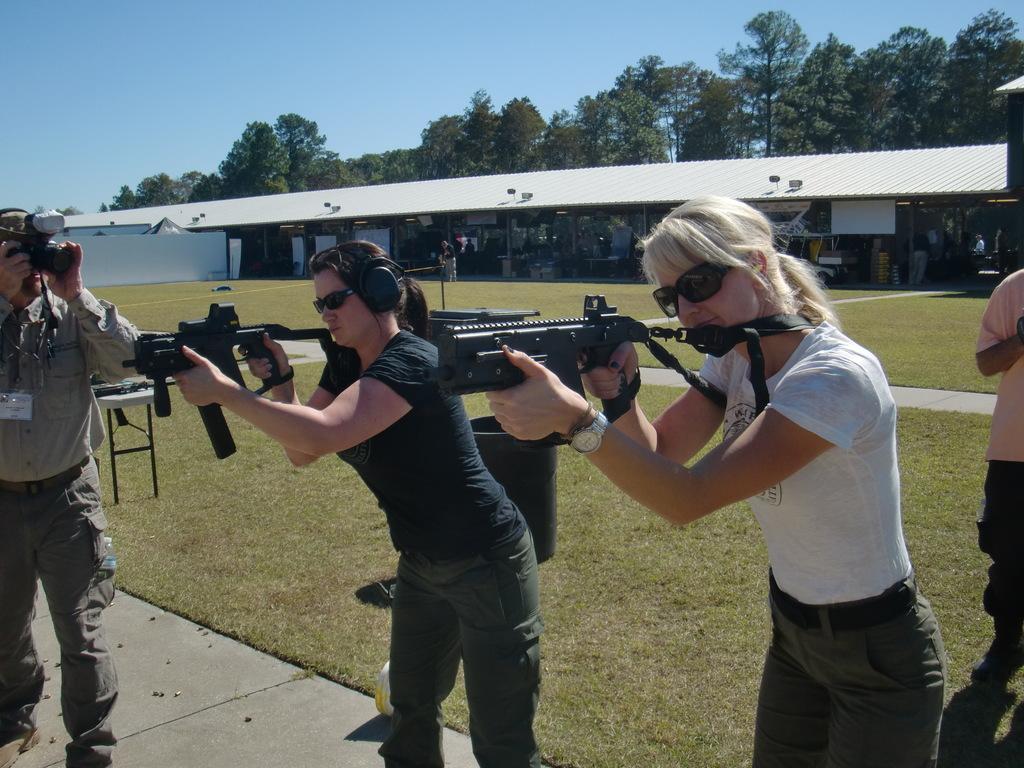 SWAT ROUNDUP INTERNATIONAL 2011 - Tactical Life Gun