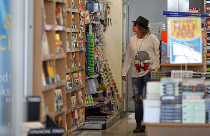 MY IDOL...AXL ROSE AT THE BOOKSTORE
