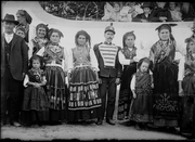 OUTROS: Retrato de Família