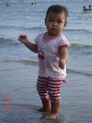 หนูชอบเล่นน้ำทะเลค่ะ