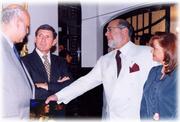 En el marco de exposiciones pictoricas, con el Presidente de Ecuador Gustavo Larrea