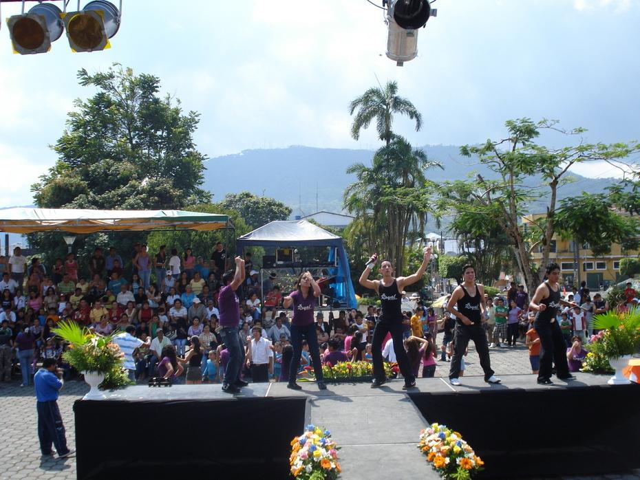 ROYAL DANCERS EN MACAS
