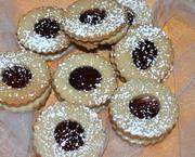Raspberry Sandwich Cookie