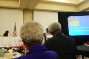A escritora americana Sheila Walker e o embaixador Larry Palmer acompanham a reuniao