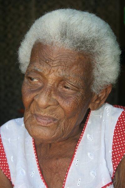 Dona Alvina do Nascimento... 102 anos, quilombola da Comunidade de Pitanga dos Palmares (Simões Filho)
