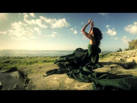 Gorgeous women dancing feminine energy - Peruquois: She