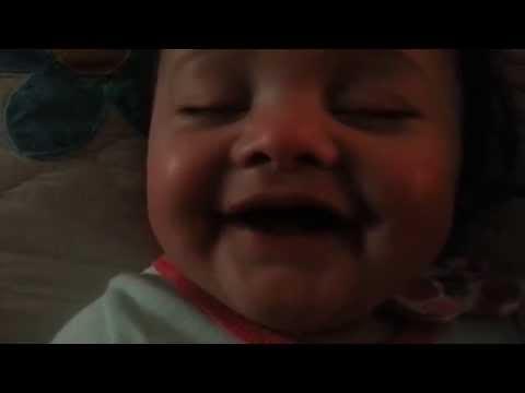 Baby laughing continuously in her sleep :)  /  Uykusunda Sürekli Kahkaha Atan Bebek :)