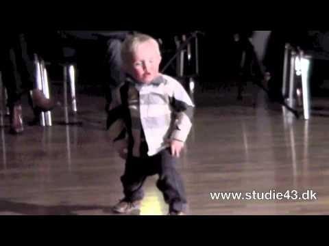 2 Yaşında Altı Bezli Minik, Nasıl da Rock 'n' Roll Yapıyor?! : )) / 2 year old boy is dancing Rock 'n' Roll : ))