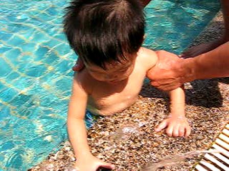 น้องวิน vs สระว่ายน้ำ ครั้งแรก