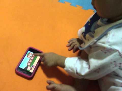TonMoak plays iPhone_Monkey Preschool @2Y6M