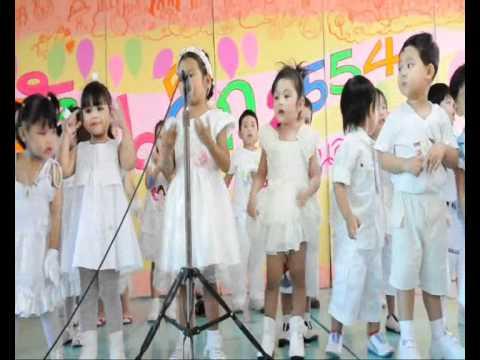 เด็ก 2 ภาษา ขึ้นเวทีร้องเพลงฝรั่งครั้งแรกค่ะ