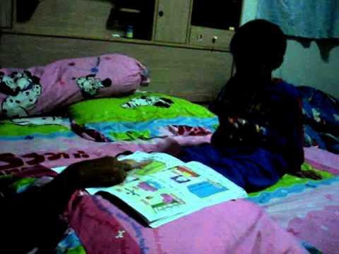 พี่สอนน้องอ่านหนังสือ