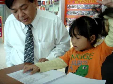 5 years old girl reads Rosetta Stone, level 5.