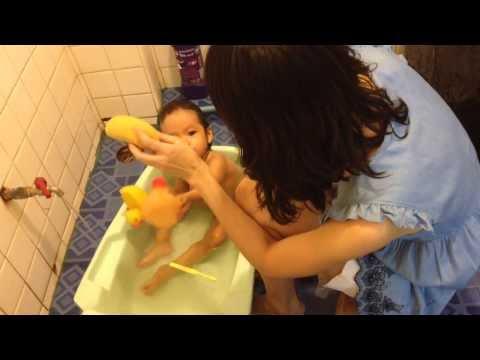 เรียนๆเล่นๆ part 2 : In the bathroom @ ส้มโอ 1.4 ขวบ
