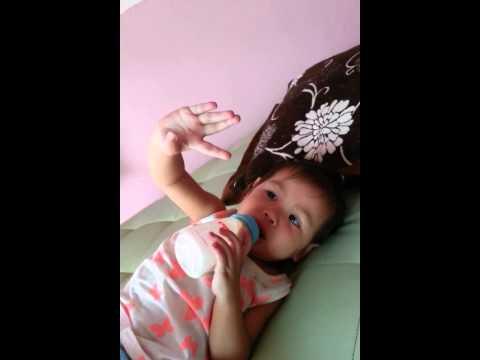 เด็ก2ภาษา 1ขวบ5เดือน น้องรสา