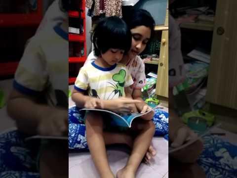 แมนดี้สอนน้องแมนนี่อ่านภาษาอังกฤษ