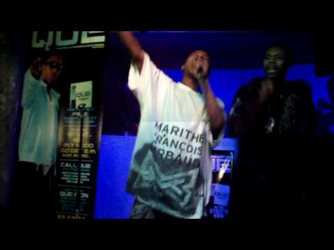 QUE & pIZZLE PERFORMING LIVE @ CLUB QUARTERS