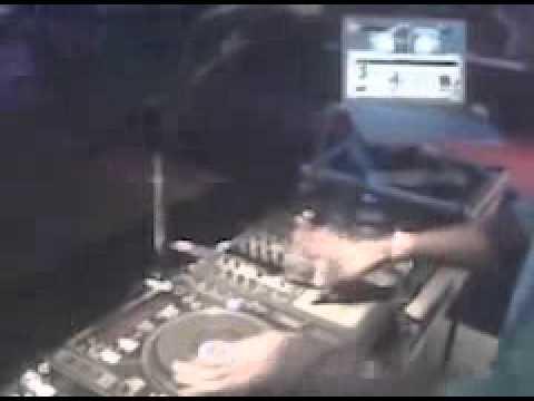 dj flip gettin it  in  live