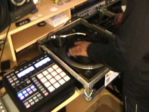 1 Turntable Session 2 DJ QBERT Scratch Record & Using Native Instruments Maschine For The Beat