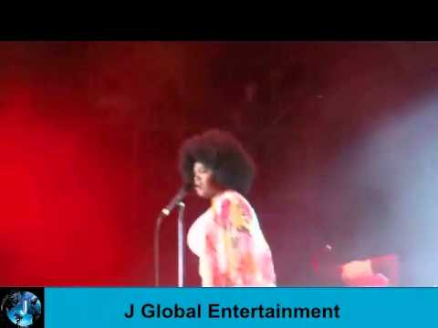 "Jill Scott Performs ""Hate On Me"" & ""Shame"".wmv"