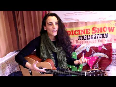 Orit Shimoni in conversation and session in The Medicine Show Radio Moose Mobile