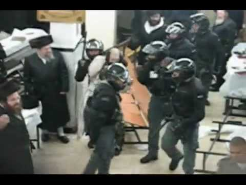 Israeli Police attacking Jews in a Synagogue